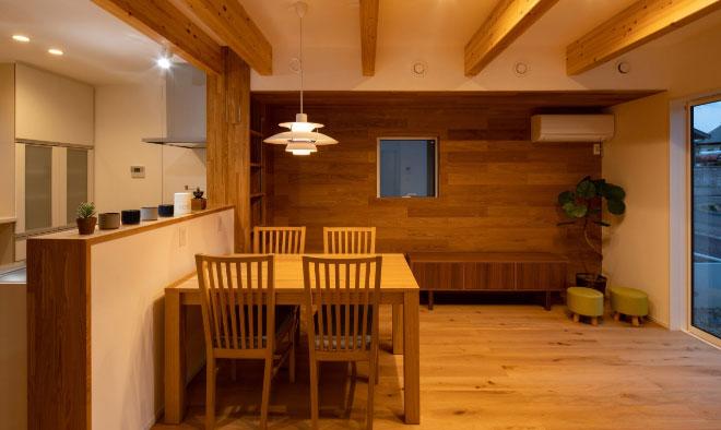 Case 05 木と漆喰が織りなす家